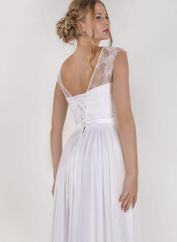 Svatební šaty s plisovanou bílou sukní