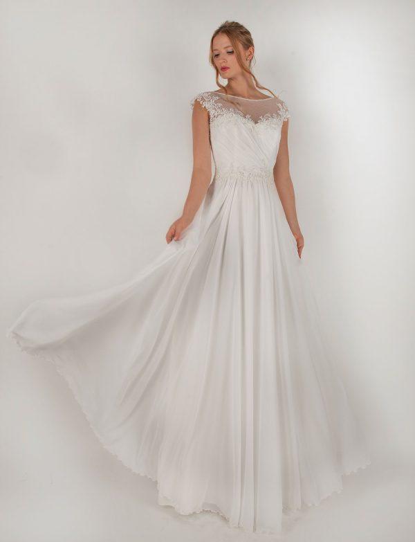 Splývavé svatební šaty s korálkovým páskem