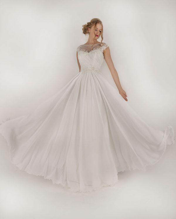 Smetanové levné svatební šaty v Praze