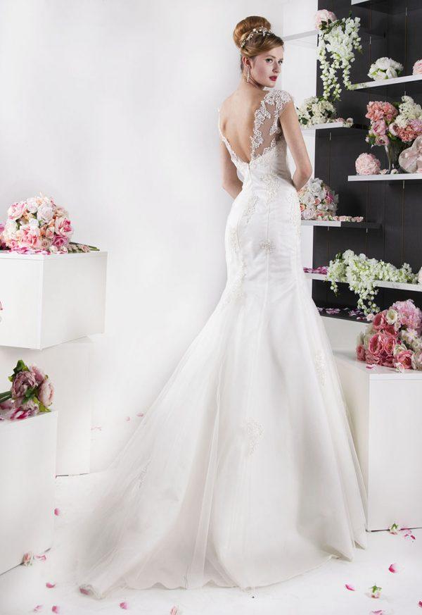 Levné svatební šaty ze saténu a tylu