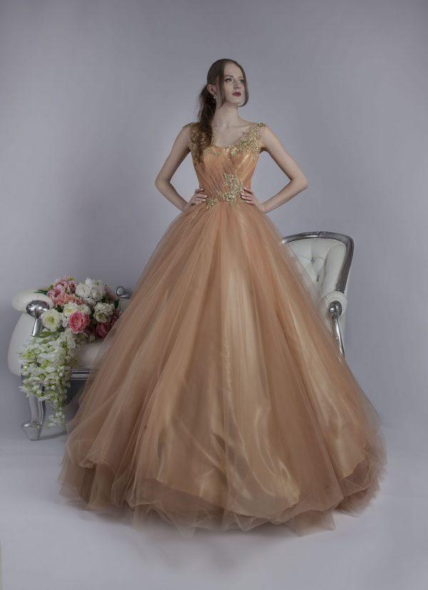 Originální barva společenských šatů na maturitní ples