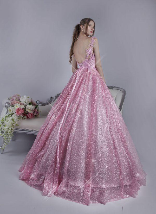 Plesové šaty pri princeznu s bohatou sukní