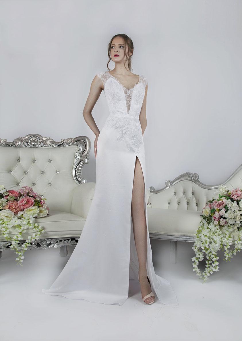 Krátké svatební šaty se sukní ze saténu s rozparken