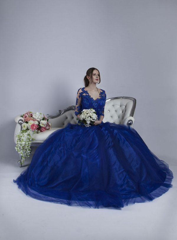 Společenské šaty s tylovou sukní a dlouhými rukávy
