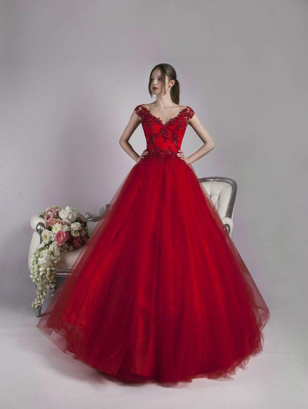 Klasické a vášnivé šaty na ples