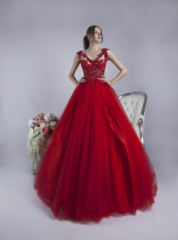 Tělovž vršek a červená sukně u maturitních šatů