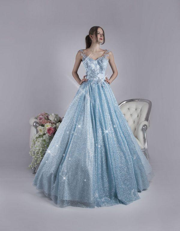 Bohaté třpytivé maturitní šaty nebesky modré šaty