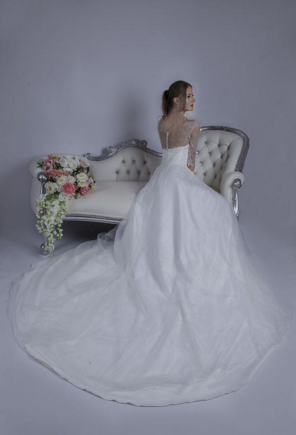 Svatební šaty s bohatou boho sukní