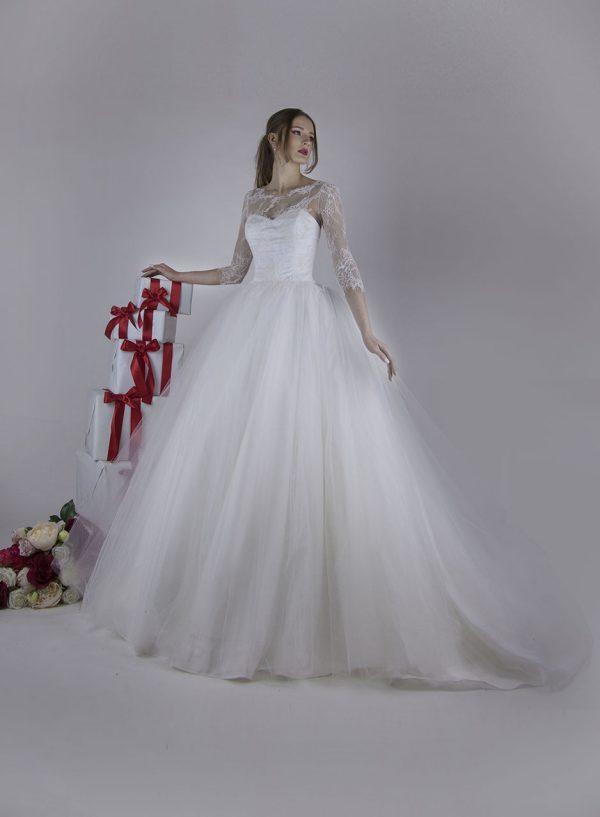 Svatební šaty s korzetovým živůtkem zdobený francouzskou krajkou