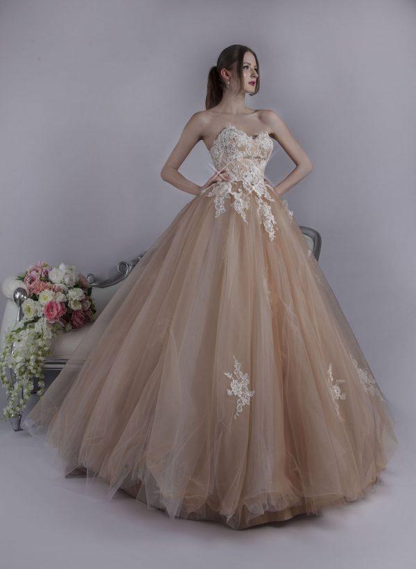 Bohaté a velmi luxusní maturitní šaty