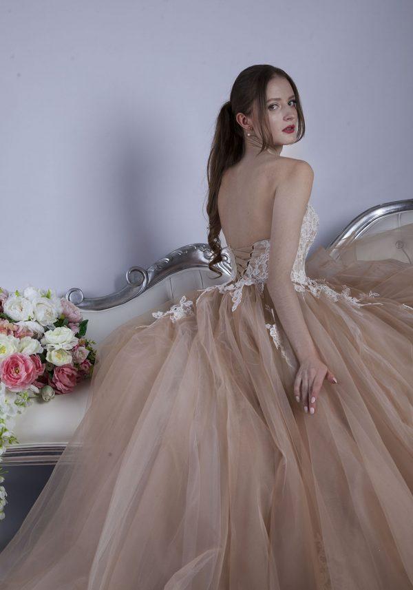 Společenské šaty velmi glamourniho stylu