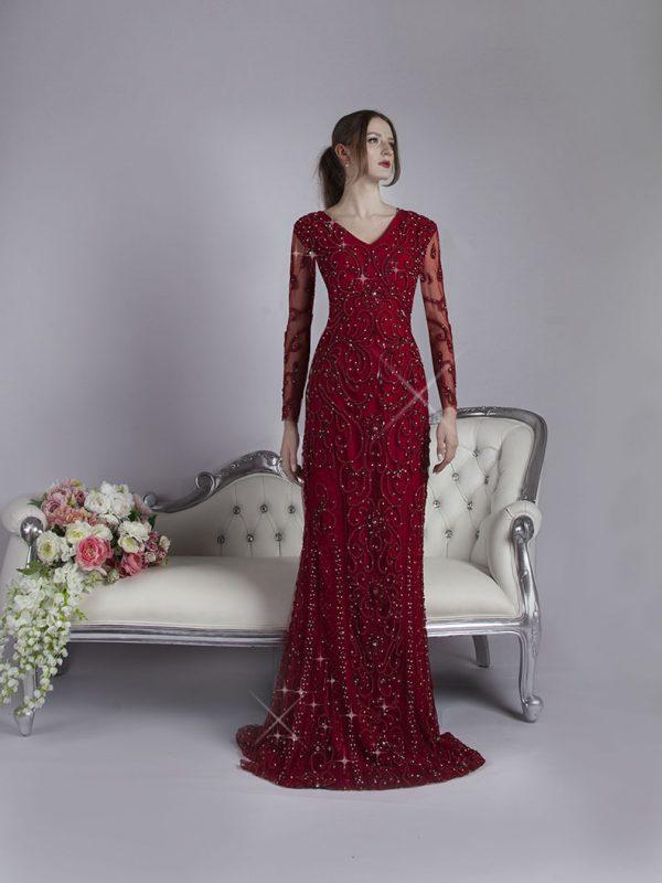 Velmi bohatě vyšívané společenské šaty pro plnoštíhlé