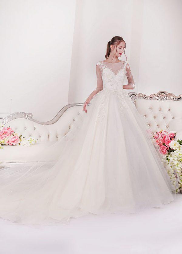 Svatební šaty s krajkovým rukávem a holými zády