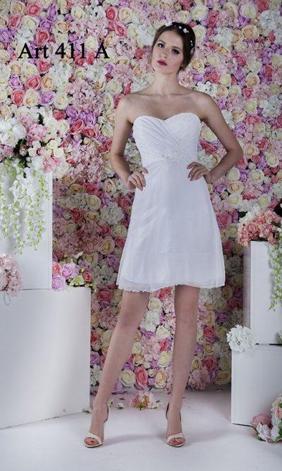 Něžné smatenové svatební šaty krátké délky