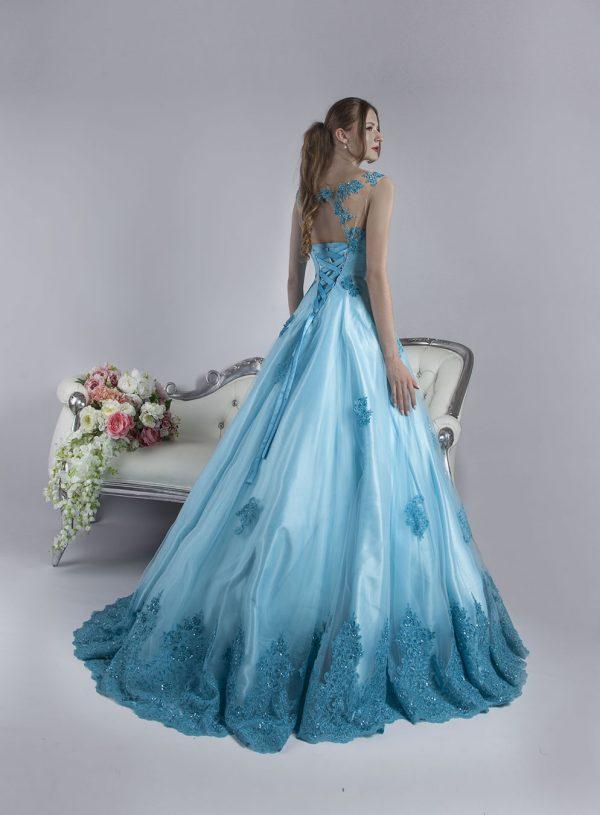 Společenské šaty na maturitní ples s nádhernou krajkou
