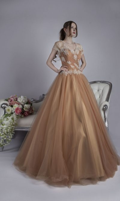 Béžové originální maturitní šaty na půjčení