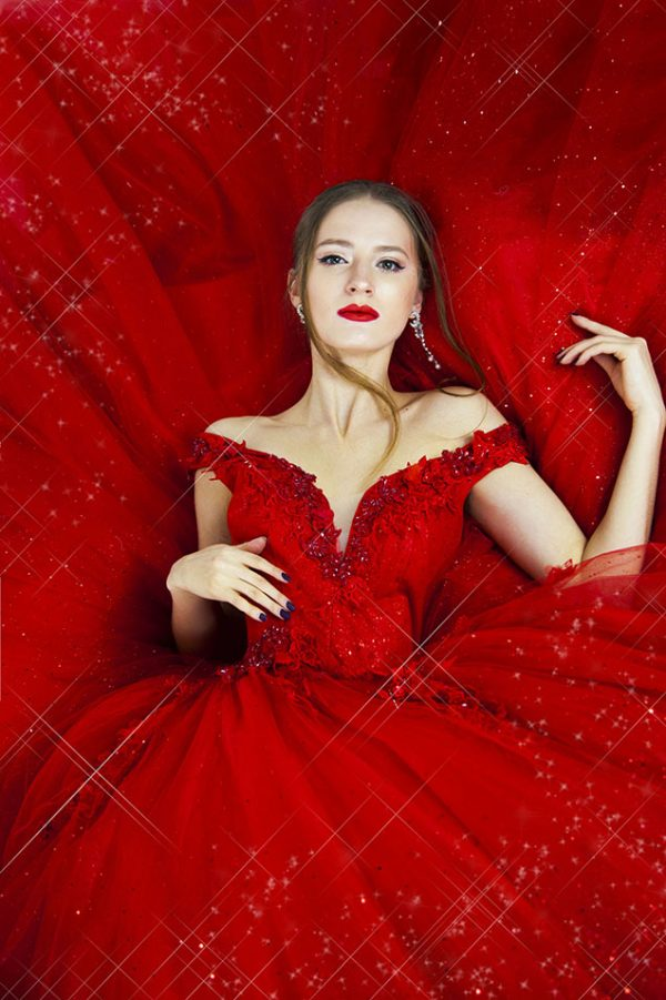 Bohaté princeznovské a třpytivé plesové šaty