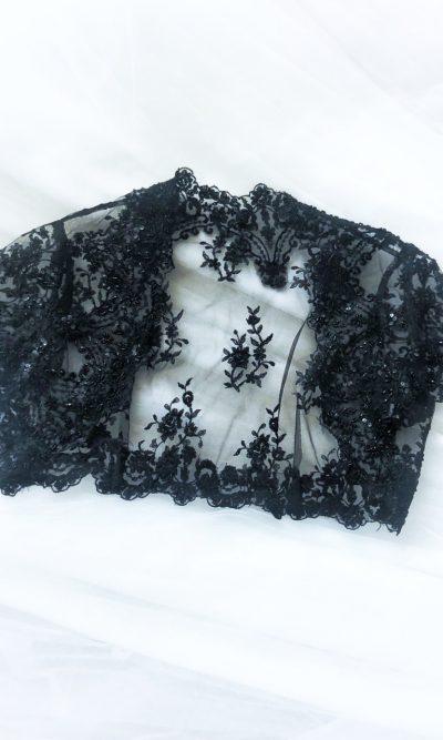 Elegantní černé bolérko ke společenským šatům
