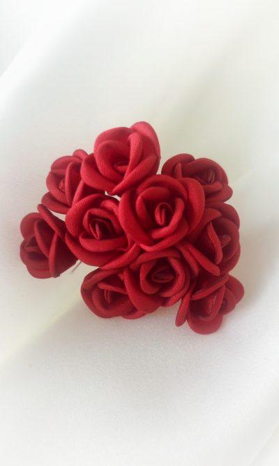 Vášnivé červené květy do vlasů