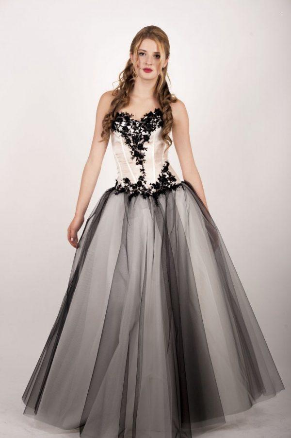 Výprodej černo-bílých maturitních šatů