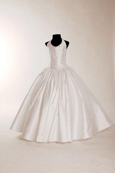 Družičkovské šaty na svatbu z luxusního materiálu v Praze