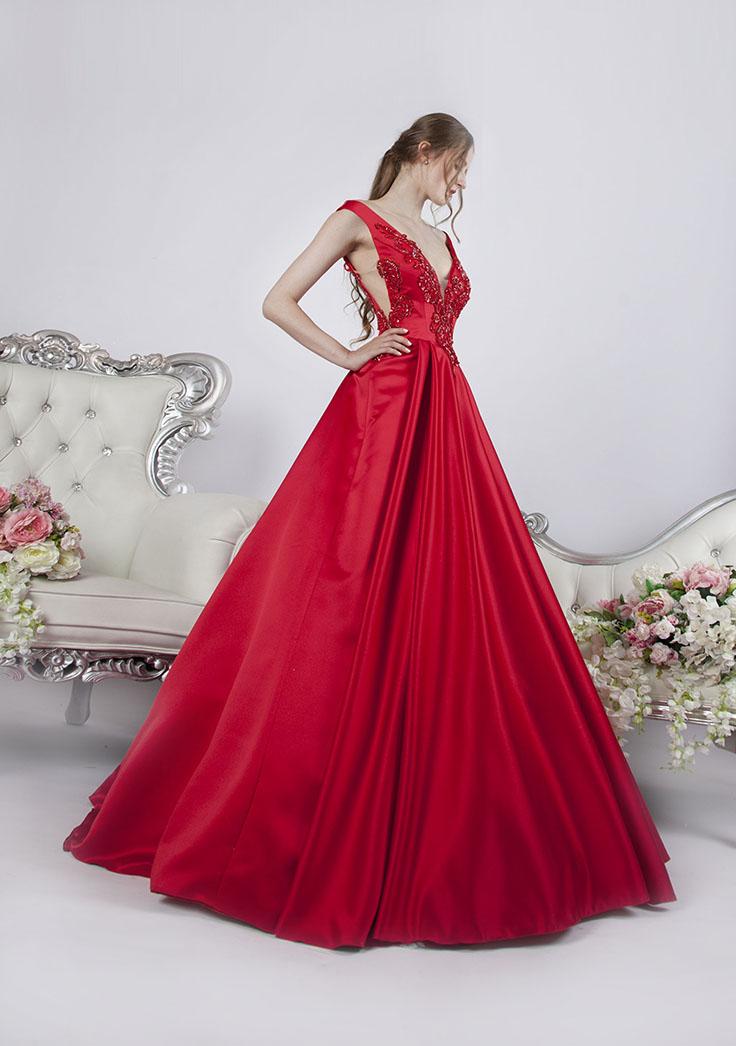 Maturitní šaty s krásnou hladkou sukní