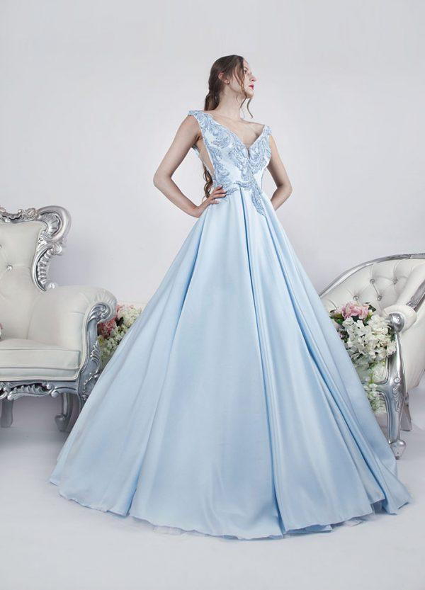 Bohaté princeznovské společenské šaty Praha modré barvy