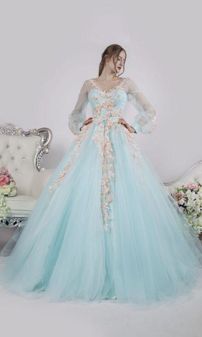 Krásné a romantické společenské šaty jako pro vílu
