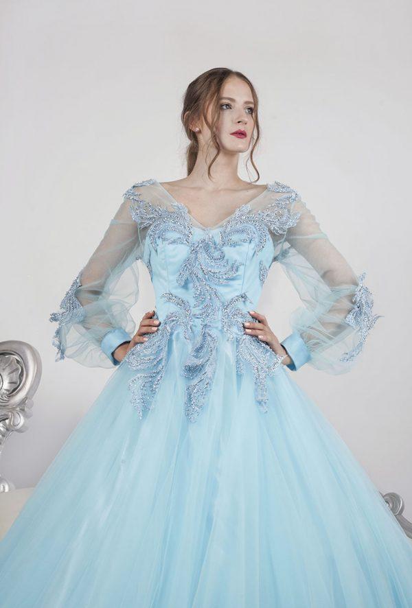 Společenské šaty s tylovou sukní a modrou krajkou