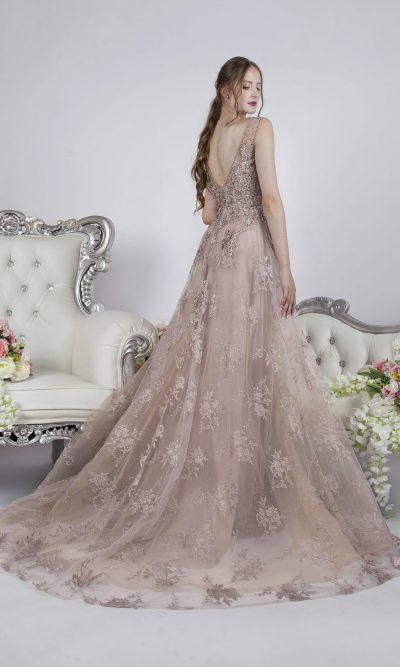 Luxusní plesové šaty pro velmi luxusní maturantku v Praze