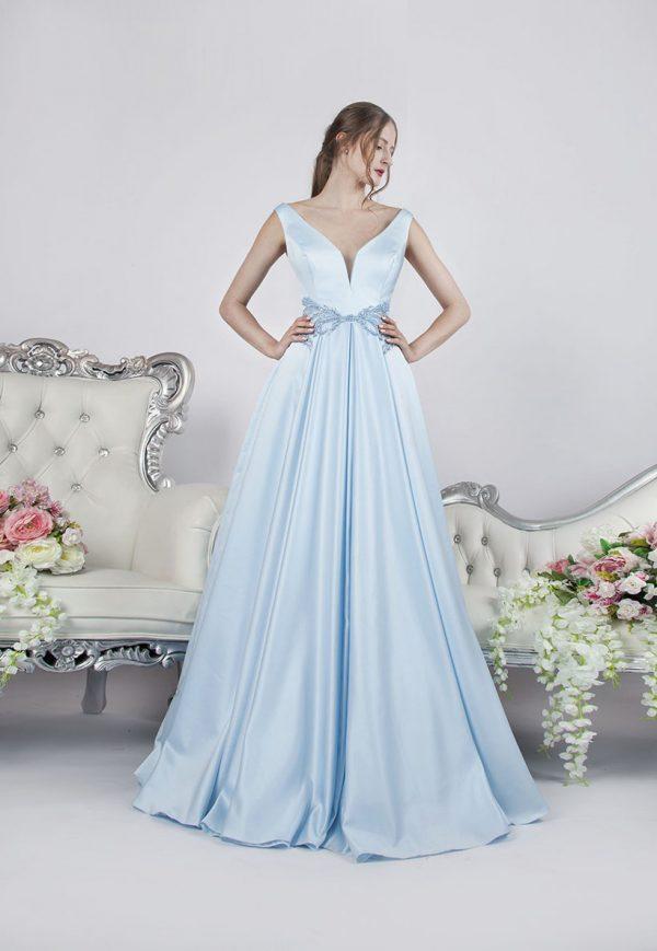 Plesové šaty s jemnou splývavou sukní z luxusního materiálu