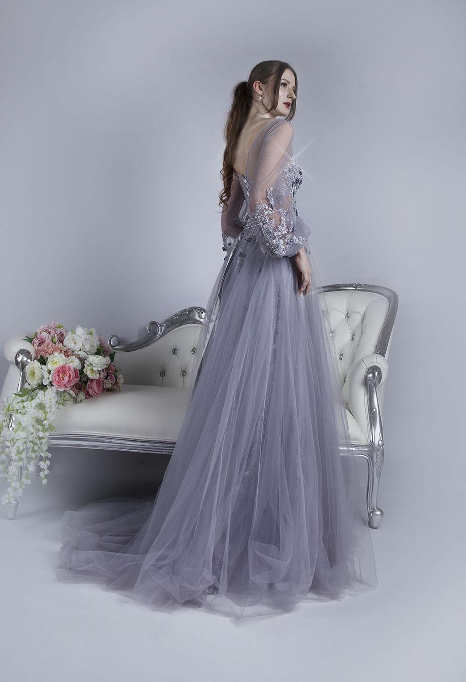 Luxusní společenské šaty z několika vrstev šedého tylu