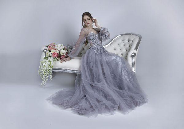 Maturitní společenské šaty stříbrné barvy šik vzhledu