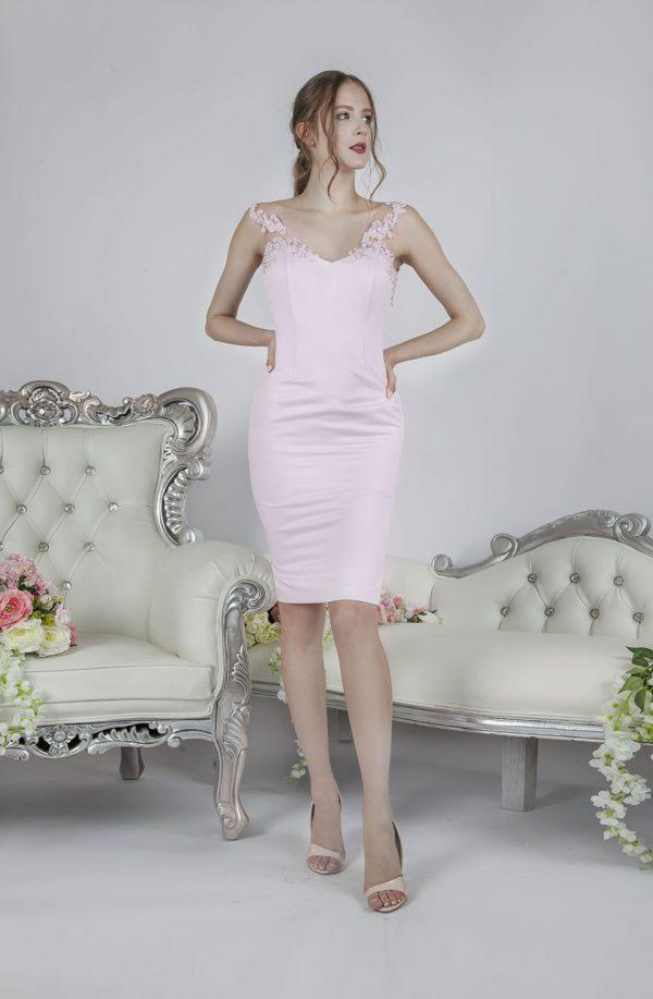 Elegantní obepínající krátké společenské šaty