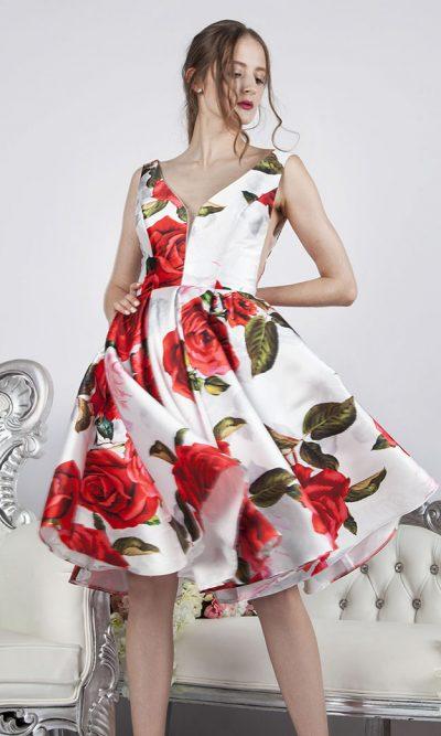 Elegantní krátké kokejlky s růžema v Praze