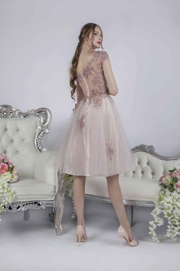 Sexy krátké společenské šaty pastelové barvy