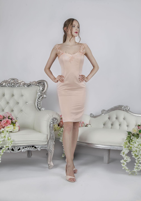 Sexy krátké večerní šaty meruňkové barvy