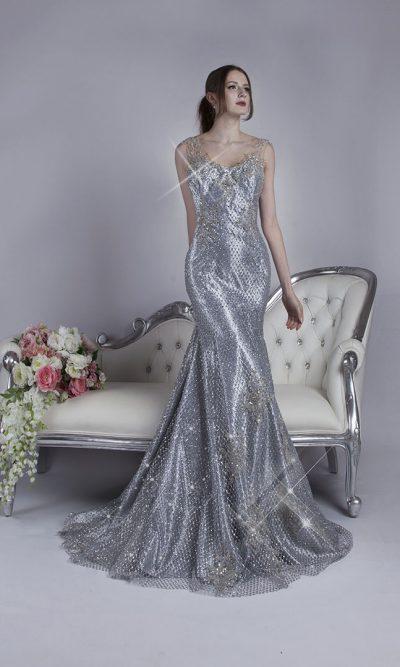 Objevte tyto sexy obepínající stříbrné společenské šaty