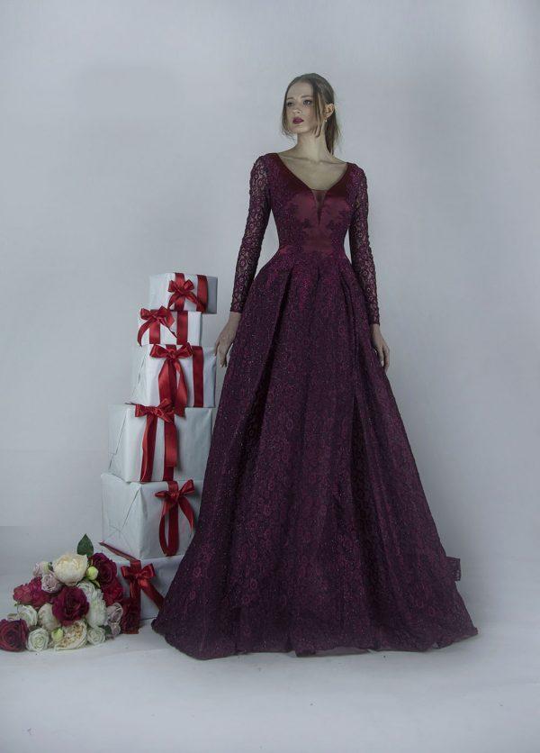 Maturitní šaty s dlouhým rukávem a bohatou sukní