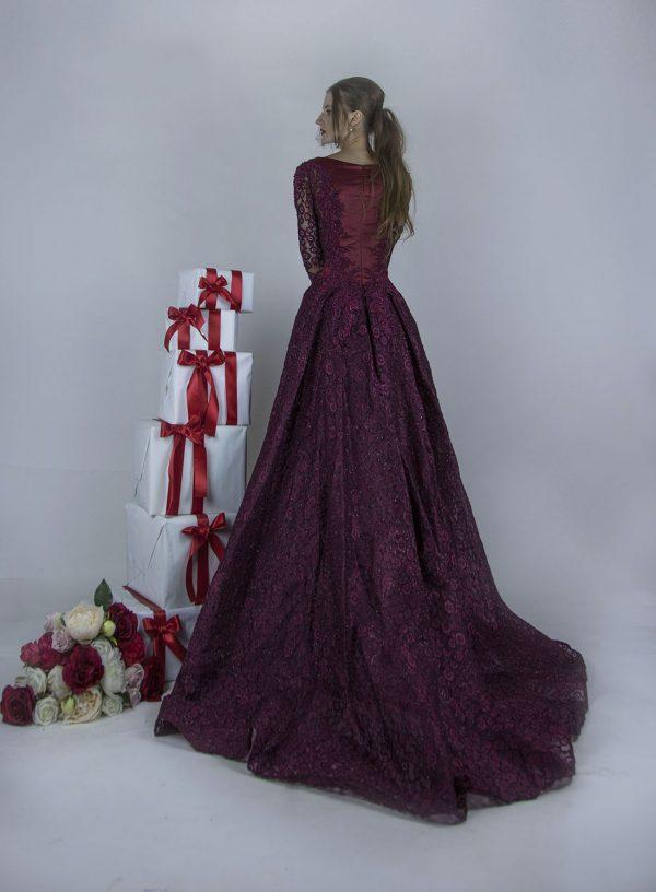 Luxusní a vznešené maturitní šaty pro královnu