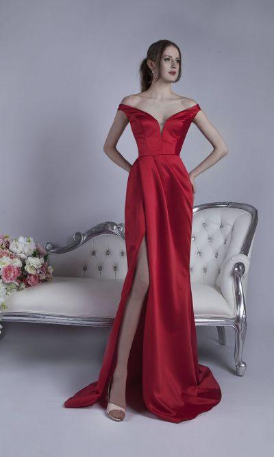 Velmi originální a vášnivé večerní šaty Praha
