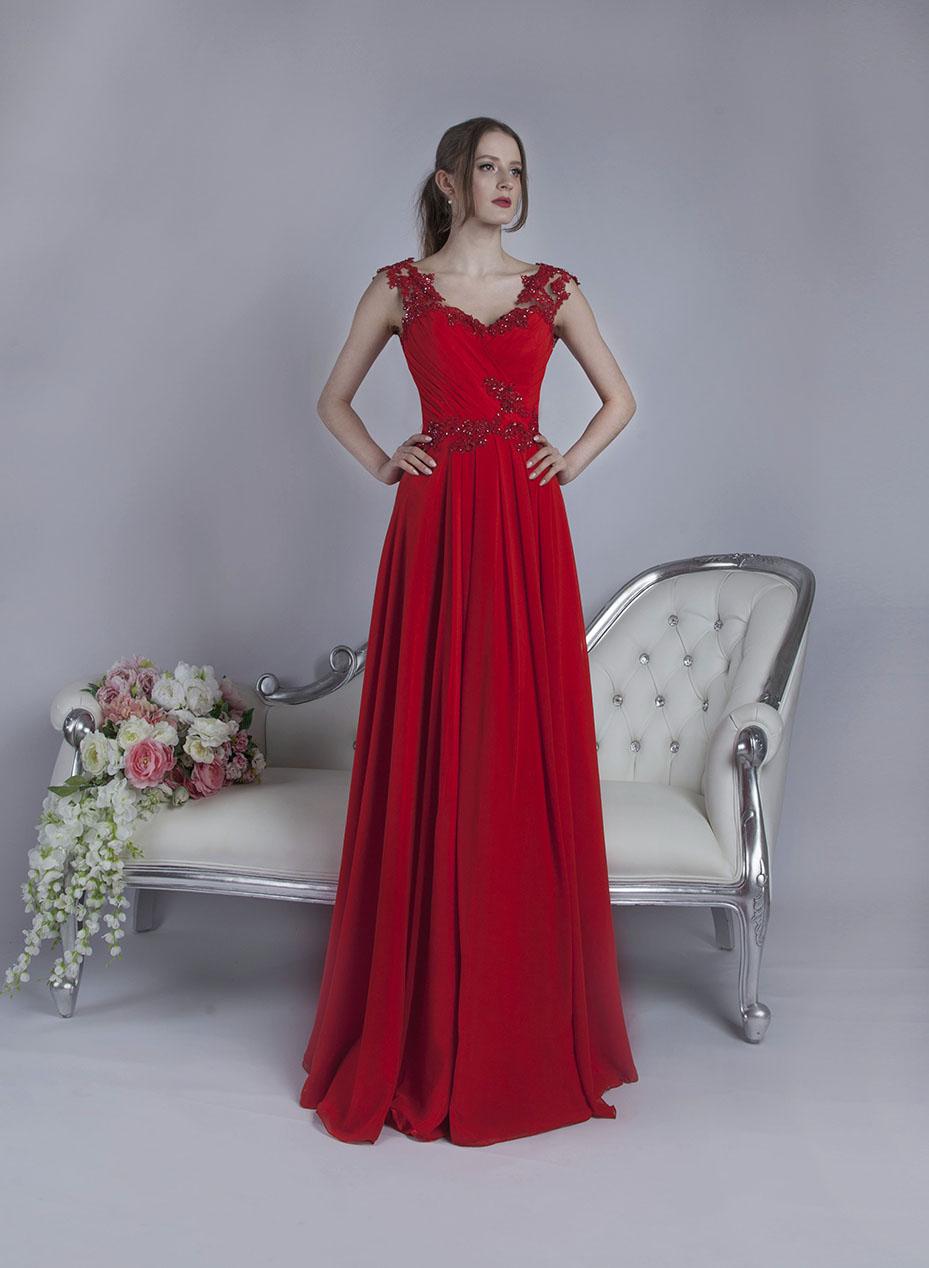 Společenské šaty červené barvy na svatbu