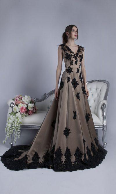 Luxusní béžové společenské šaty s černou krajkou