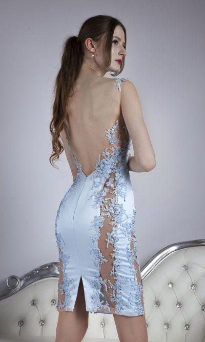 Krátké koktejlové šaty s krajkovými vstavkami