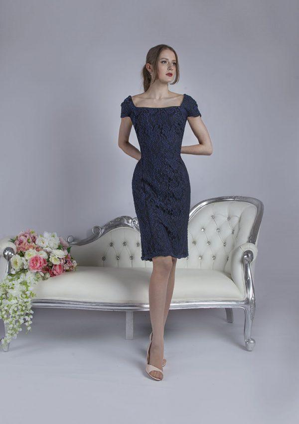 Koktejlové šaty tmavě modré barvy velká velikost