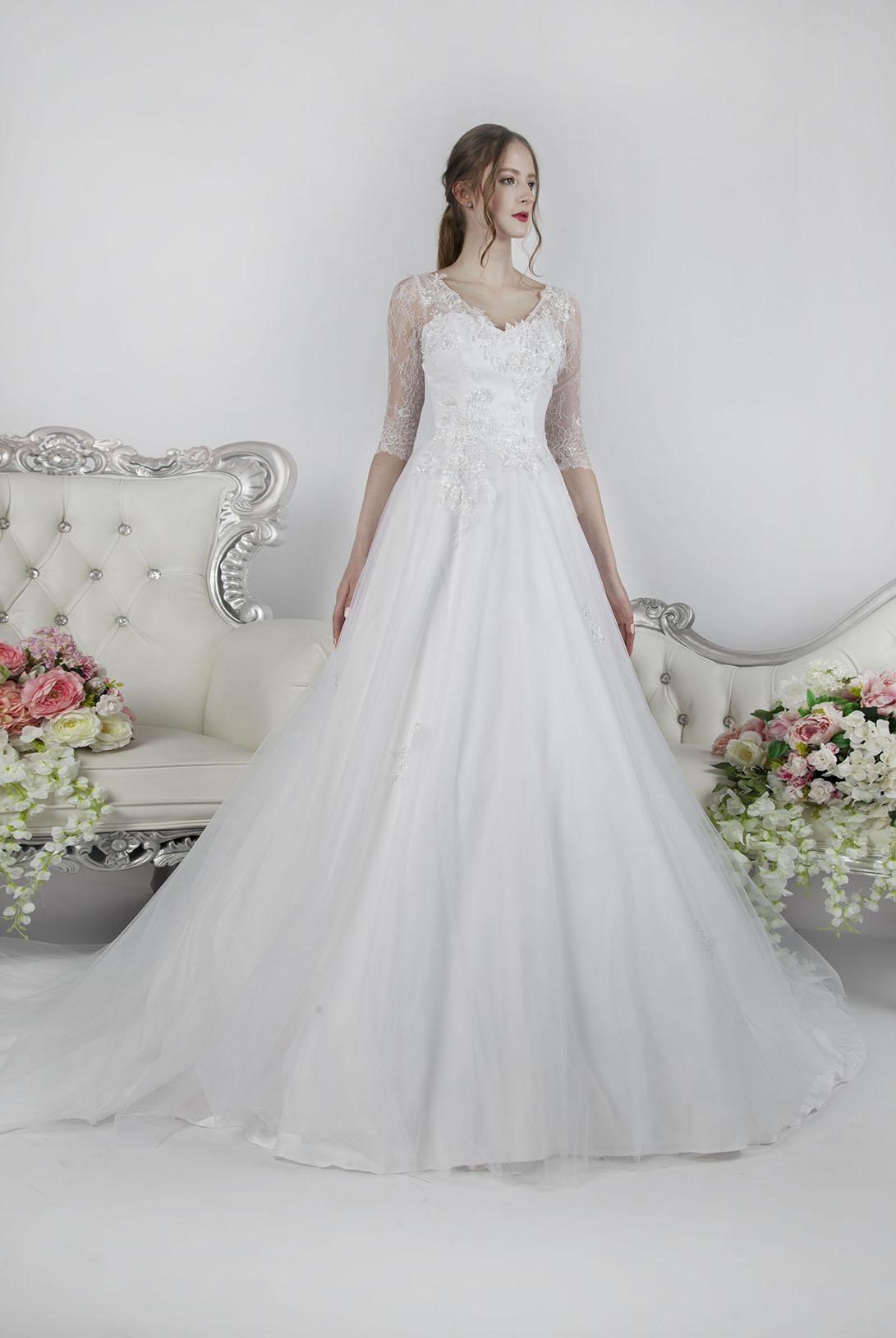 Krajkové svatební šaty s dlouhými rukávy