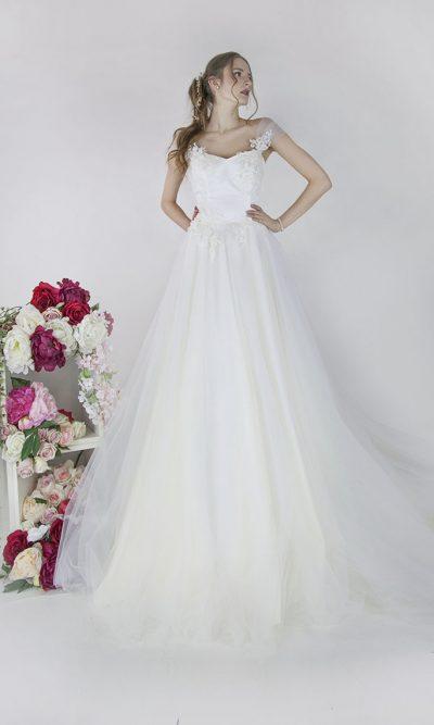 Svatební šaty s krajkovým korzetem