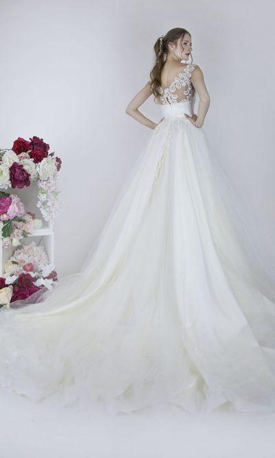Elegantní francouzské svatební šaty Praha