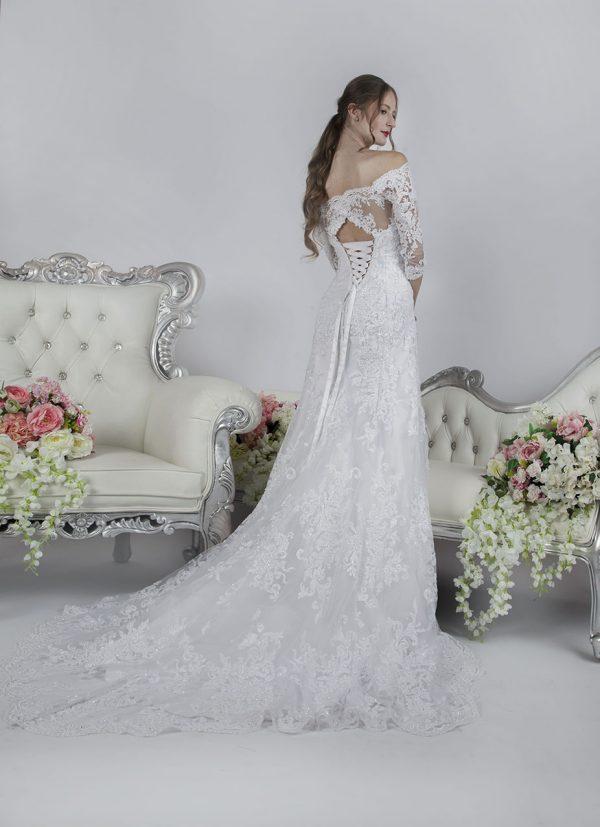 Celokrajkové svatební šaty se šněrovačkou