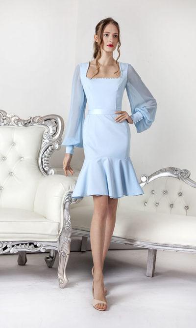 Modré společenské šaty s dlouhými volnými rukávy